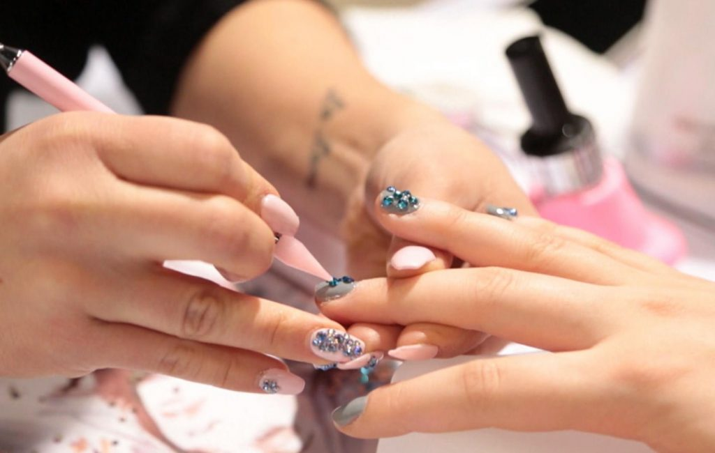 How to Do SNS Nails at Home